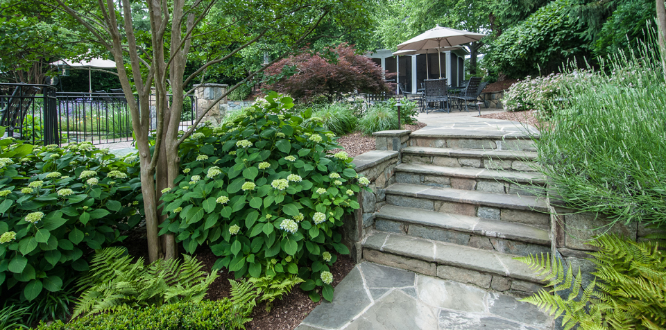 Choosing the Right Path to a Perfect Landscaping Walkway Design